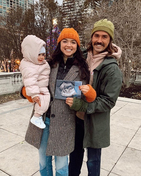 The 25 yeard old Bekah Martinez announces her second pregancy.