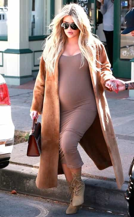 Khloe Kardashian with a baby bump while she was pregnant with her first child, True Thompson