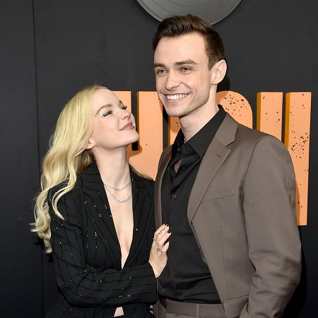 The Picture of Thomas Doherty and  Dove Cameron