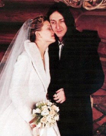 The Wedding Picture of Kate Hudson and Chris Robinson