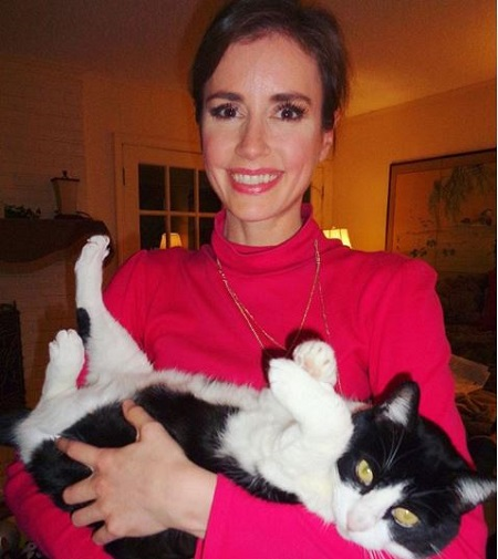 The cat lover Alexandra Cranford serves as a meteorologist at WWL-TV.