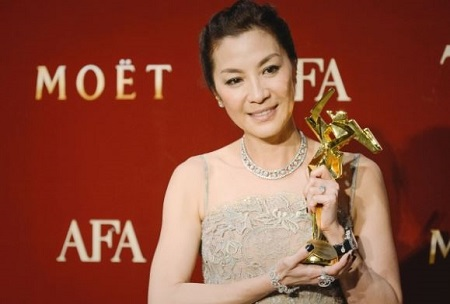 The Malaysian actress Michelle Yeoh received The Asian Awards for Outstanding Achievement in Cinema.
