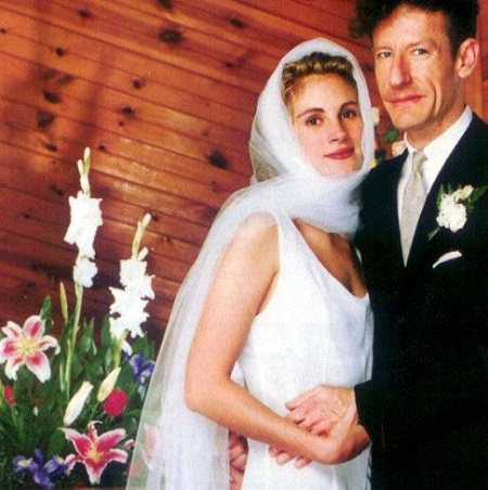 The Wedding Photo of Lyle Lovett and Julia Roberts