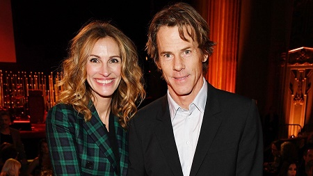 Julia Roberts and Julia Roberts Celebrates Their 18th Wedding Ceremony