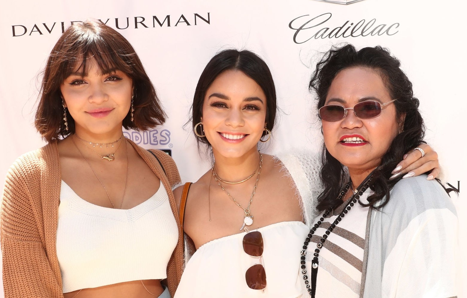 Gina with her two daughters, Vanessa and Stella, attending an award show.