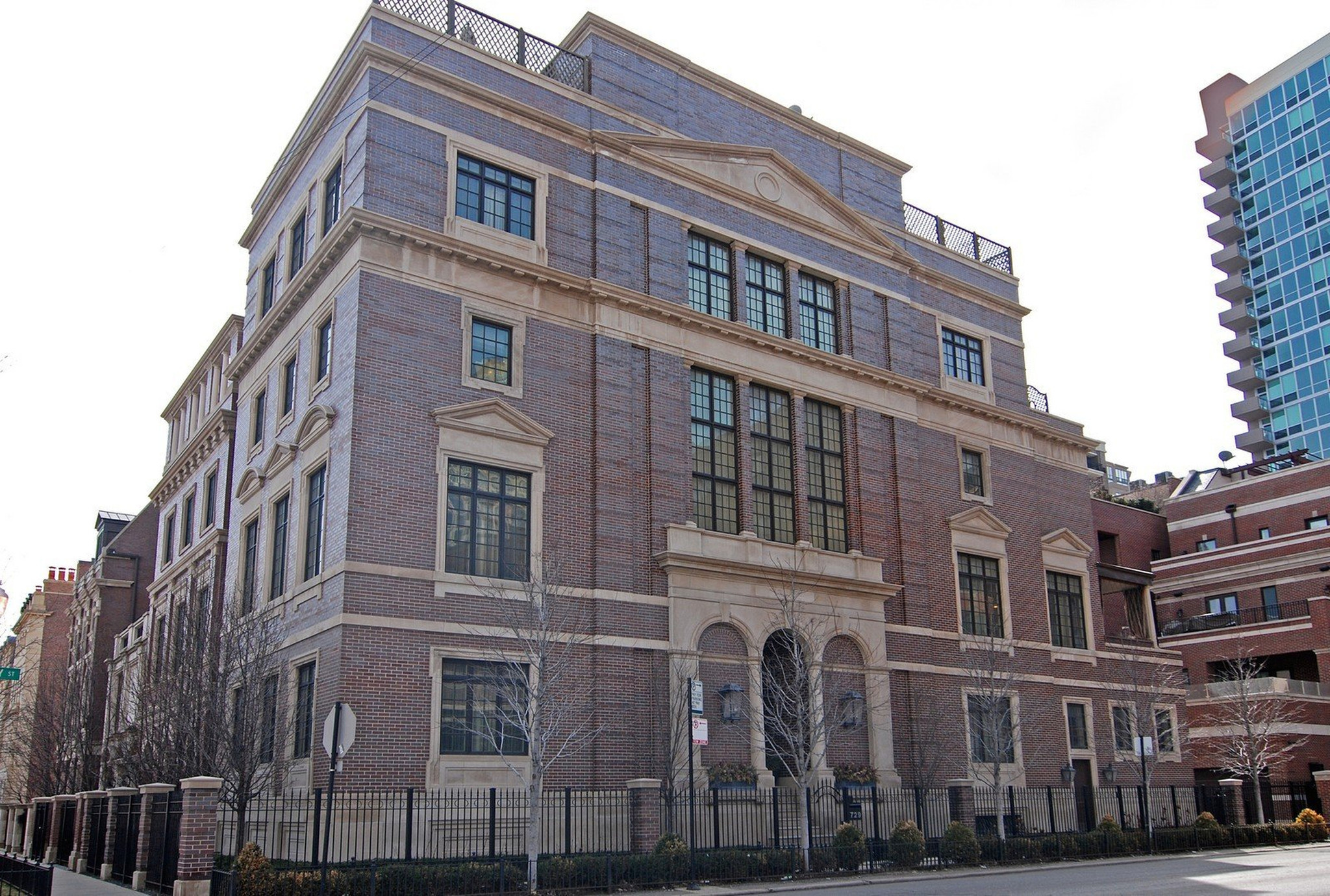 Jonathan and his wife, Lisa sold their River North mansion at real estate price of $4.7 million in 2015.
