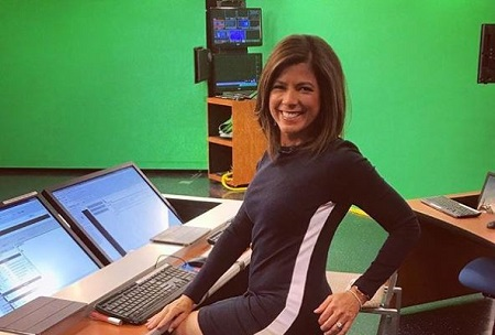 Zoraida Sambolin who works for NBC 5 News has an estimated net worth of around $1 million.