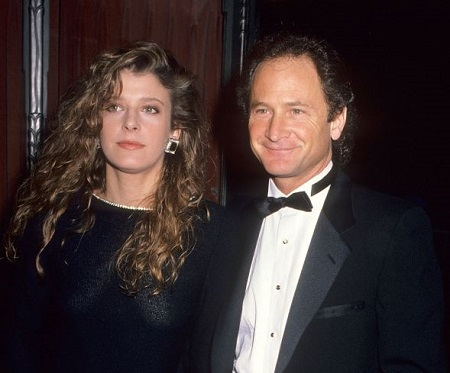 The actress Alison LaPlaca and an actor Philip Charles MacKenzie tied the wedding knot in 1992.