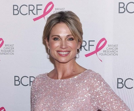 The 47 aged journalist Amy Robach works as a television presenter for ABC News.