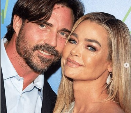 The actress Denise Richards is married to Aaron Phypers since September 2018.