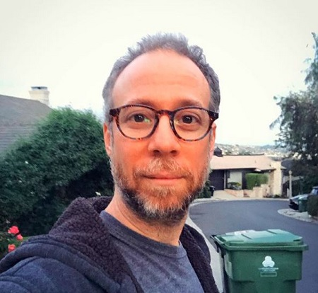 Kevin Sussman Leads a Single Life