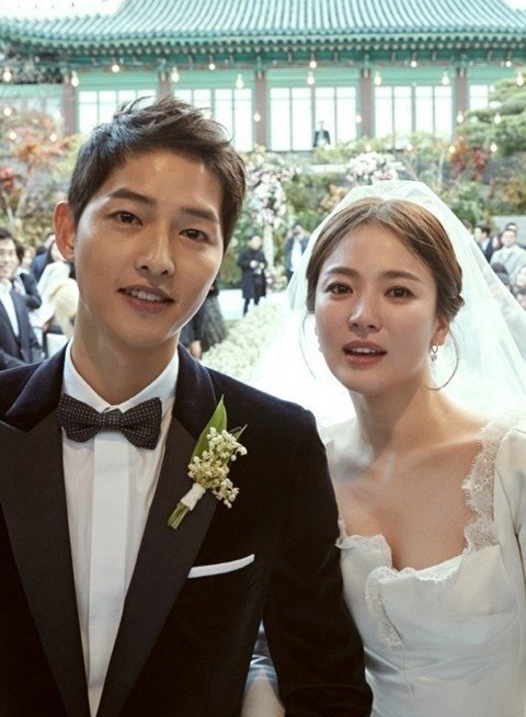 Song Hye Kyo with her ex-husband, Song Joong Ki, at their wedding on October 31, 2017.