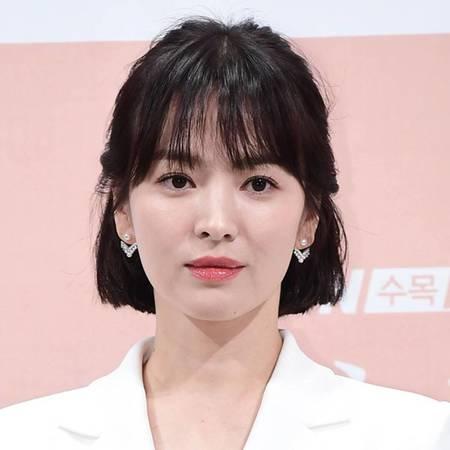 rs 600x600 181220001218 e asia song hye kyo chaumet thumbnail 450x450 1600430847526 Song Hye-kyo Biography & Net Worth