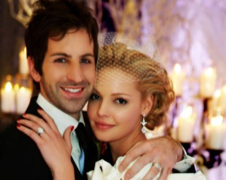 Katherine married singer, Josh Kelley in 2007.