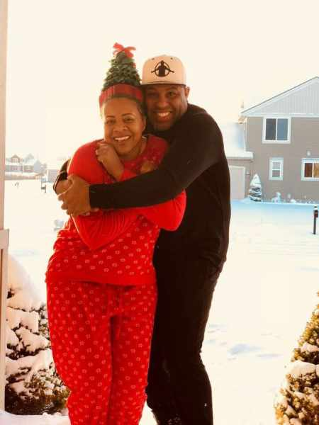 Dede Moseley's husband, Eric Thomas hugging her during the winter time. When and where the couple tied the knot?