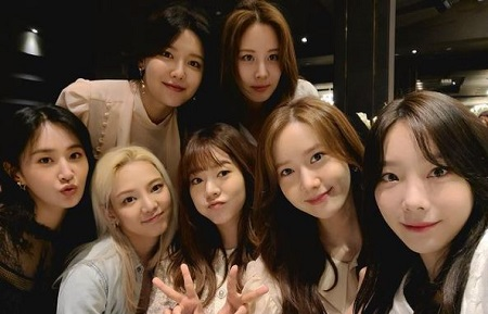 Yoona (second from right) with other Girls' Generation members, Kwon Yu-ri (left downward), Kim Hyo-Yeon (second from left), Susan Soonkyu Lee (third from right), Kim Tae-yeon (right), Choi Soo-young (left upward), and Seo Ju-Hyun.