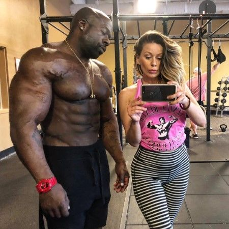 Kali and his girlfriend Helena Vlad posing together at the gym