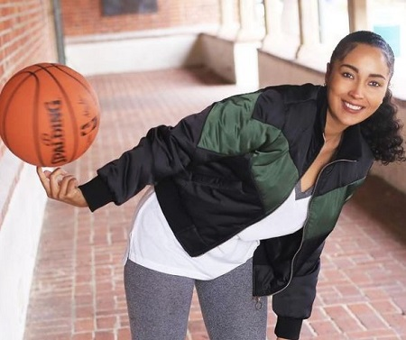 The former Harlem Globetrotters player, Tammy Brawner is living a single life.