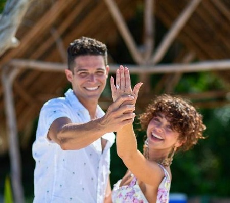 Sarah Hyland Got Engaged To Her Two Years Of Boyfriend, Wells Adams