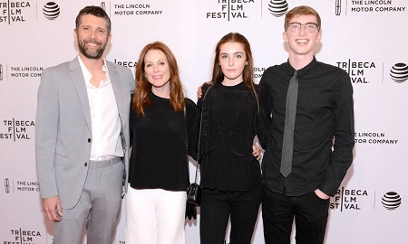 Bart Freundlich and Julianne Moore Are Parents Of Two Children, Liv Freundlich and Caleb Freundlich